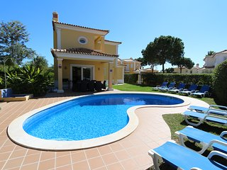 Villa Sorrento, CD 163 | private pool | 5 beds | wifi | free parking