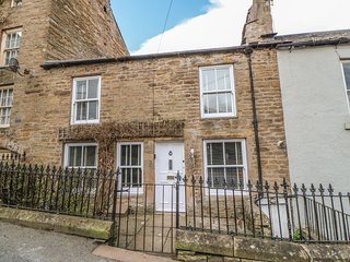 BANK COTTAGE, pet-friendly, WiFi, in Alston