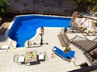 Sorrento Villa Sleeps 12 with Pool Air Con and WiFi - 5802765