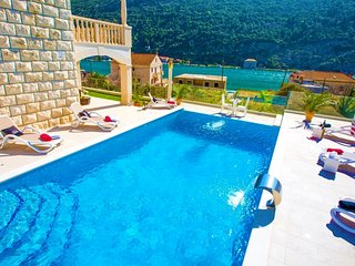 Villa with a river view and pool for rent near Dubrovnik