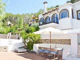 Beautiful Villa Aliga with A/C quiet location and Private Pool