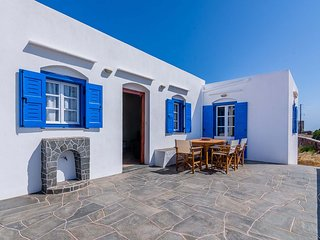 Sifnos- Spacious 2-bedroom house with fantastic yard!