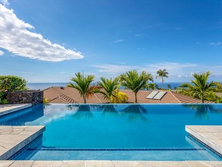 **Discount Rates Apply** Blue Hawaii, a 3 Bedroom + Bonus room & 3.5 Bath Privat