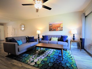 Stunning Remodeled 2Br/2Ba Condo in Old Town w/Heated Pool!
