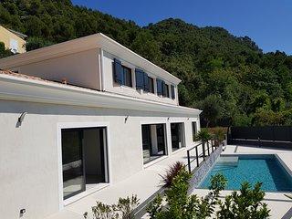 Villa contemporaine entre nice et villefranche sur mer classee 5 etoiles