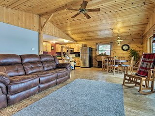 NEW! Cozy Amish Country Cabin on Shipshewana Lake!