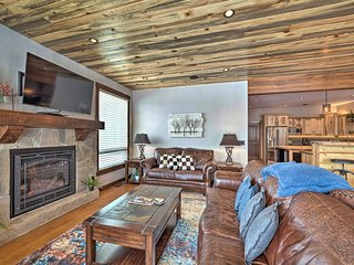 Upscale Red Lodge Townhome w/Hot Tub 8Mi to Skiing