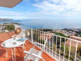 2 bedroom Villa with Walk to Beach & Shops - 5764483