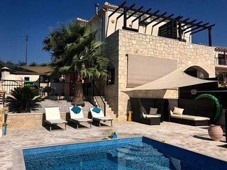 Zentrum Villas | Villa Rokka House with Private heated pool