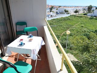 2 bedroom Apartment with Air Con, WiFi and Walk to Beach & Shops - 5684007