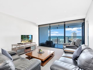 Circle on Cavill - One Bedroom + Study Ocean View