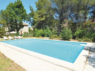 Nice apartment in Saint-Rémy-de-Provence w/ Outdoor swimming pool, WiFi and 1 B