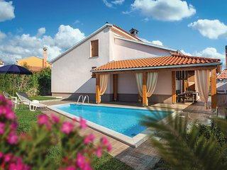 Beautiful home in Svetvincenat w/ Outdoor swimming pool, WiFi and Outdoor swimmi