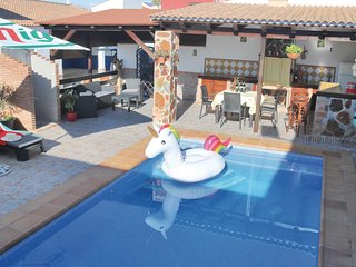 Beautiful home in Villafranco del Guada. w/ WiFi, 3 Bedrooms and Outdoor swimmin