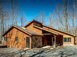 Dancing Bear - 349 Ridge Road  Dancing Bear - Private Wooded Lot, Pet Friendly,