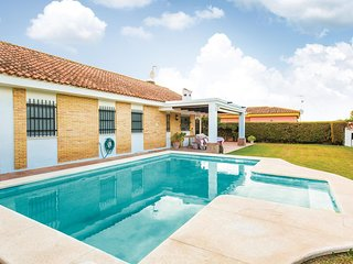 Amazing home in Carmona w/ Outdoor swimming pool, Outdoor swimming pool and 5 Be
