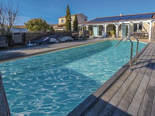 Awesome home in L'Isle sur la Sorgue w/ Outdoor swimming pool, WiFi and Outdoor