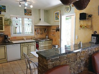 Amazing home in Prades sur Vernazobre w/ WiFi, Outdoor swimming pool and 4 Bedro