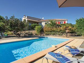 Awesome home in Prades sur Vernazobres w/ Outdoor swimming pool, WiFi and Outdoo