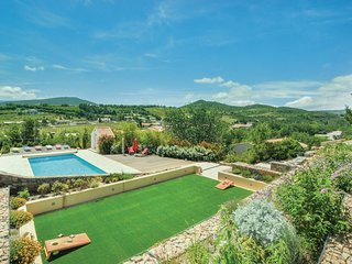 Stunning home in Cascastel d. Corbieres w/ WiFi, 5 Bedrooms and Outdoor swimming