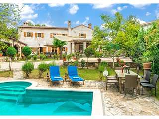 Amazing home in Damijanici w/ Outdoor swimming pool, WiFi and 4 Bedrooms