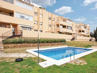 Awesome apartment in Fuengirola w/ Outdoor swimming pool, WiFi and Outdoor swimm