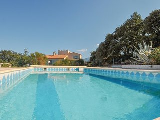 Beautiful home in Banyuls Dels Aspres w/ WiFi, 2 Bedrooms and Outdoor swimming p
