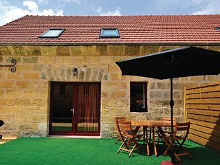 Stunning home in Les Eyzies de Tayac w/ WiFi, Outdoor swimming pool and 2 Bedroo