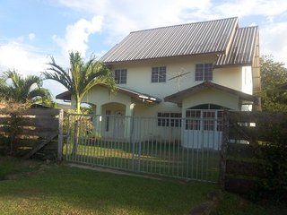 Family House - 5 bedrooms Taurus Vacation Home - Paramaribo