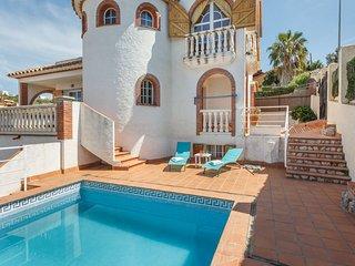 Chalet Ibiza Precisa villa tipo Ibicenco, con piscina, wify y una pista de tenis