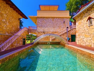 Luxury Stone Villa with pool & Jacuzzi for rent Ploce