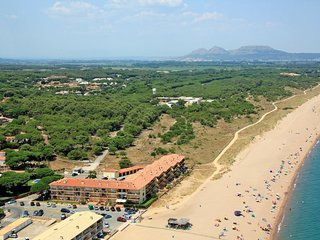 3 bedroom Apartment with Air Con, WiFi and Walk to Beach & Shops - 5698359