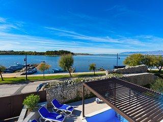 Beautiful Villa La Thalia, in Nin, with a Pool