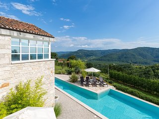 Traditional Casa Roma, in Istria, with a Pool