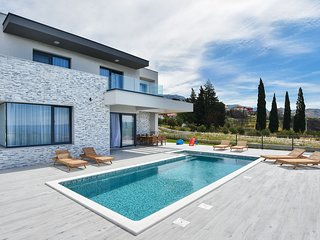 Lovely Villa Morena Solin, in Dalmatia,with a Pool