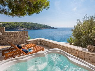 Beautiful Seafront Villa Al mare, in Dalmatia