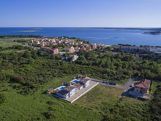 Stone Villa Luan, in Istria, with a Pool