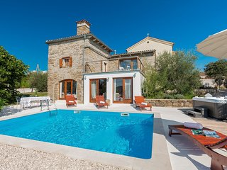 Stone Villa Sussini, in Istria, with a Pool