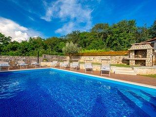 Stone Villa Lea & Tea, in Istria, with a Pool