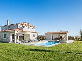 Beautiful Villa Korat, in Istria, with a Pool