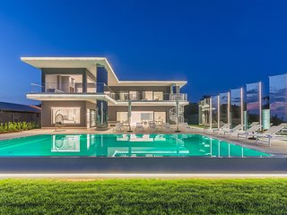 Modern Villa Gabrijela Kastelir, with a Pool