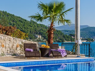 Charming Villa Marina Dalmacija, with a Pool