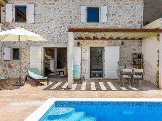 Beautiful Villa Dvori, in Nin, with a Pool