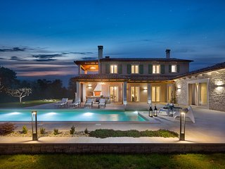 Stone Villa Ovi, in Istria, with a Pool