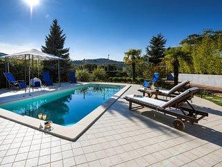 Beautiful Villa Vicencin, in Sibenik, with a Pool