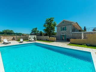 Villa Bozini Dvori, in Dalmatia, with a Pool