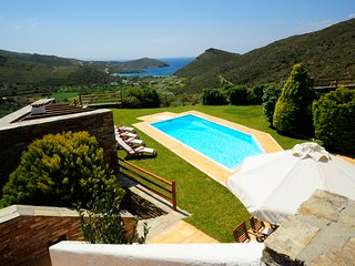 Family Villa With Pool & Sea View in Andros, 4 bedrooms