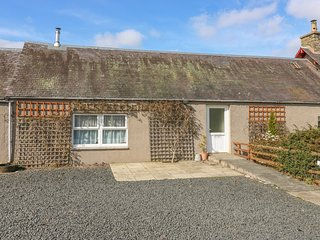 LANTONHALL WEST WING, stunning views, off road parking, WiFi, Jedburgh, Ref