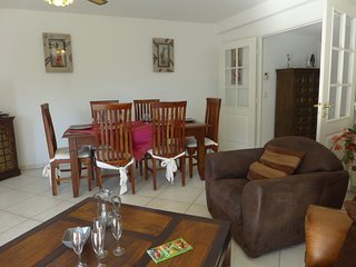 2 bedroom Apartment with WiFi and Walk to Beach & Shops - 5699368