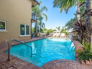 WATERFRONT MANSION, WALK TO BEACH,5/5 FOR 12 POOL